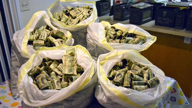 ht_bags_money_found_nt_110520_wg